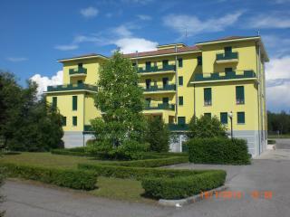 LA VALLEAppartamenti Xvacaneze e soggiorniBusiness - San Daniele del Friuli vacation rentals
