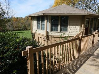 Ada's Cottage has big yard, big view, convenient - Blowing Rock vacation rentals