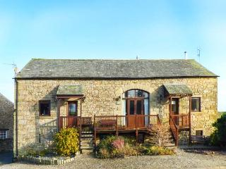 SYCAMORE BARN, beautiful, rural setting, spacious accommodation, woodburner, WiFi, near Maulds Meaburn, Ref 917143 - Great Strickland vacation rentals