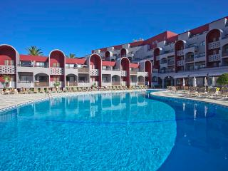 Studio Pool View, 500 M From The Beach In 4 Star Hotel  - ALBUFEIRA - REF. OPH152222 - Albufeira vacation rentals