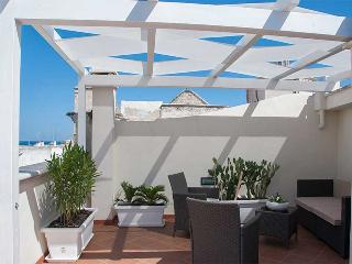 Rosa's House - centrally located apartment with te - Polignano a Mare vacation rentals