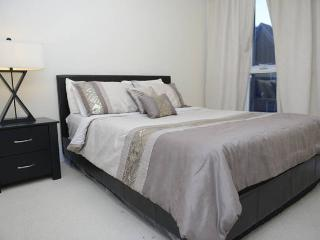 Reve: Luxury 2 Bed Downtown Suite - Toronto vacation rentals