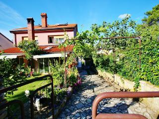 TH00155 Apartment Antique / Three bedroom - Pula vacation rentals