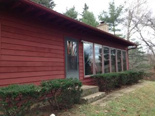 Red Cardinal Cottage Hocking Hills Ohio - Nelsonville vacation rentals