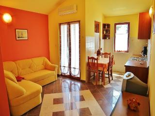 TH00218 Apartments Mira / One bedroom A8 - Banjole vacation rentals