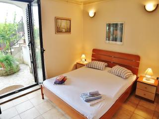 TH00212 Guest House Jolanda / Comfort double room S4 - Medulin vacation rentals