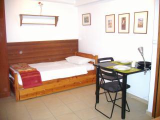 Kripis Studio Thessaloniki No2 - Epanomi vacation rentals