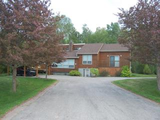 Stay at this beautiful cottage in Allenwood beach - Wasaga Beach vacation rentals