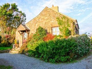 BWTHYN BACH romantic retreat, close to coast, superb views in St Davids, Ref 919226 - Saint Davids vacation rentals