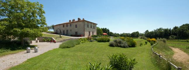 Tranquil Umbria Villa with a Private Pool and a Large Garden - Podere Agapanthus - Image 1 - Montegabbione - rentals