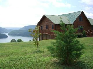 Lakeview Lodge is a roomy and comfortable lakeview cabin rental with covered boat slip, hot tub, Wi-Fi and Game Tables. - Norris vacation rentals