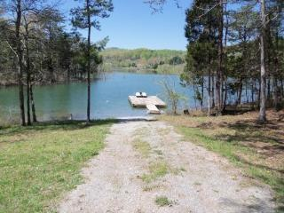 Summer Breeze is a gorgeous Norris Lake lakefront vacation home with private dock and every amenity. - Norris vacation rentals