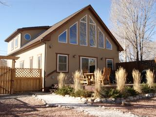 RIVER CITY CHALET - RIVER FRONT HOME -  PETS OK! - Salida vacation rentals