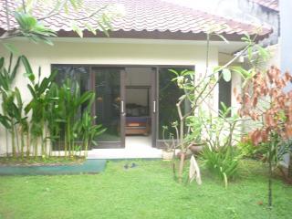 Modern western house bungalow - Batu Layar vacation rentals