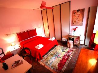 In the centre of Florence: Two rooms apartment for 4 people - Florence vacation rentals