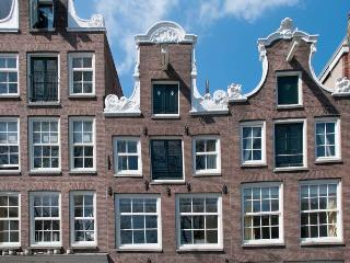 Guesthouse along the canal in historic center - Noordwijk vacation rentals
