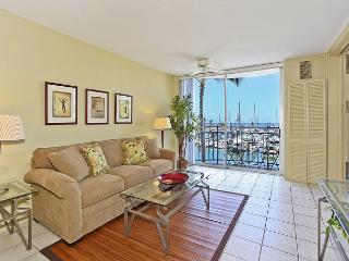 Newly Remodeled1-bedroom with AC, WiFi & views of yacht harbor!  Sleeps 4. - Waikiki vacation rentals
