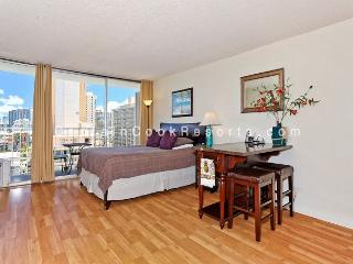 Heart of Waikiki studio with kitchenette, AC, FREE parking and WiFi! Sleeps 2 - Waikiki vacation rentals