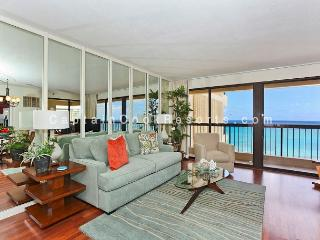 Luxurious Ocean view 2 bed 2 bath condo with pool, spa, parking - sleeps 6 - Honolulu vacation rentals