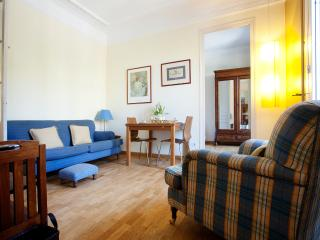 Gran Via Apartment. 10 minutes to Plaza cataluña - Barcelona vacation rentals