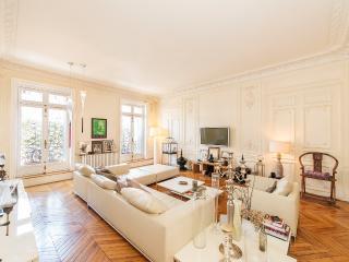 Great 4 Bedroom Apartment in Paris - Paris vacation rentals