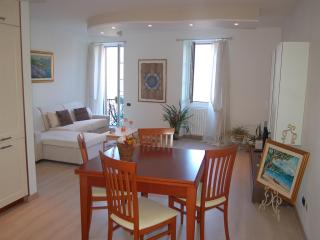 CASA BELLA PIAZZA, NEW LUXURY APARTMENT - Piuro vacation rentals