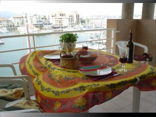 Superb top floor studio apartment view port y sea - Var vacation rentals