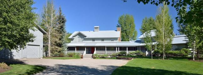 Front driveway and exterior of the home - Eagle Creek - #12, North Blaine Country, large private home with great views - Ketchum - rentals