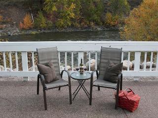 Leavenworth River Haus~1.5 miles to Leavenworth, Wi-Fi, Hot Tub, Sauna, River - Wenatchee vacation rentals