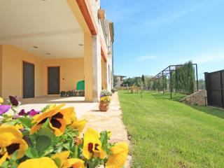 Town house with large garden - L'Escala vacation rentals