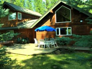 Pet Friendly 3 bedroom home on a private acre - Sisters vacation rentals
