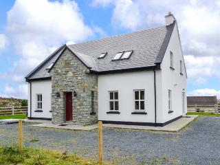 CROI NA GCNOC, detached cottage, secluded location, ground floor bedroom and shower room, multi-fuel stove, in Connemara, Ref 917598 - Derravonniff vacation rentals