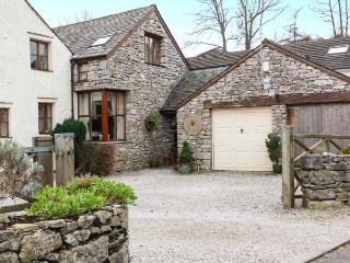WOODLANDS, open fire, WiFi, en-suite bathroom, character cottage in Great Urswick, Ref. 918749 - Great Urswick vacation rentals