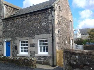 KIRK COTTAGE, woodburning stove, enclosed decked area, romantic retreat, ideal base for exploring Borders, near Jedburgh, Ref 91 - Scottish Borders vacation rentals