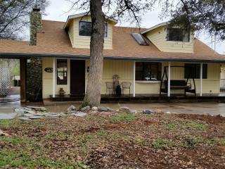 Grace Oaks Home  Mariposa Yosemite - Gold Country vacation rentals