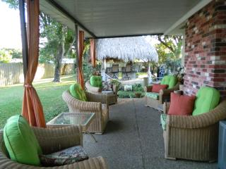 5 bedroom large home , TIKI, 2 Kitchens, 2 patios, - Pompano Beach vacation rentals