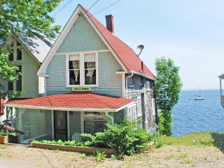 SMITH COTTAGE - Town of Northport - Bayside Village - Mid-Coast and Islands vacation rentals