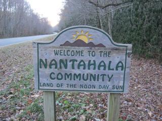 On a farm 2 miles from Lake Nantahala. Low cost. - Lake Nantahala vacation rentals