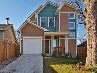 3BR/2.5BA Warm & Luxurious Eastside House, Enchanting Decor Sleeps 8 - Austin vacation rentals