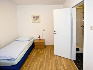 Single Room in Bremerhaven - completely renovated, Wifi, modern (# 5534) - Tossens vacation rentals
