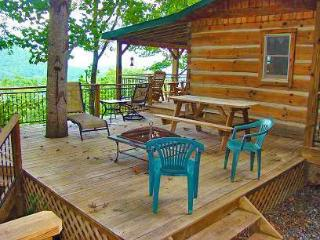 Bear Hug Cabin - Romantic Cabin 4 Miles from Town with Hot Tub and Great View - Bryson City vacation rentals