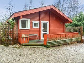 SPRUCE LODGE, detached log cabin, single-storey, pet-friendly, walks and cycle routes in the area, in Strathpeffer, Ref 30494 - Inverness vacation rentals