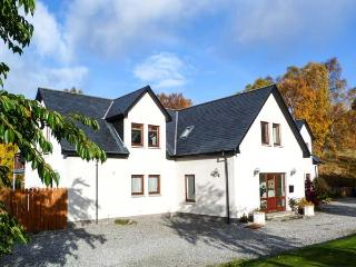 AN TORR, en-suite facilities, WiFi, private orchard, spacious cottage in Newtonmore, Ref. 906812 - Aviemore and the Cairngorms vacation rentals