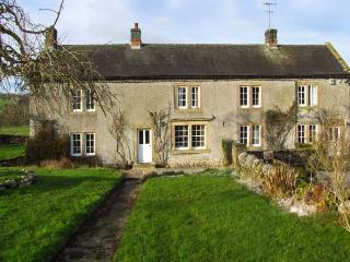 LOWFIELDS FARM, farmhouse with woodburner, parking, garden, near Bakewell, Ref 914070 - Thorpe vacation rentals