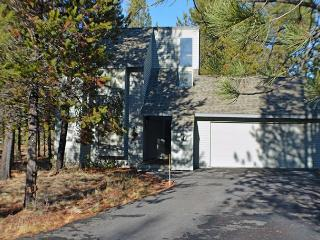 Located on the North End of Sunriver with A/C, 8 Unlimited SHARC Passes - Sunriver vacation rentals