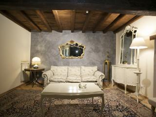 CR2310Rome - Charming apartment Campo dei Fiori Roma - Lazio vacation rentals