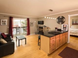 Bend Downtown Condo, Walk Along the River, Peaceful and Beautiful - Oretech vacation rentals
