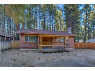 Charming Cozy Cabin Large Fenced Backyard with a Wood Burning Fireplace (ST59) - South Lake Tahoe vacation rentals