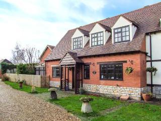 LAVENDER COTTAGE, pet-friendly cottage, garden, character, in Bretforton Ref 21367 - Bretforton vacation rentals