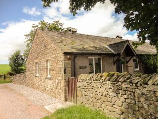 BRIDLEWAY COTTAGE, woodburner, WiFi, modern conveniences and furnishings, cottage near Bentham, Ref 916112 - Forest of Bowland vacation rentals